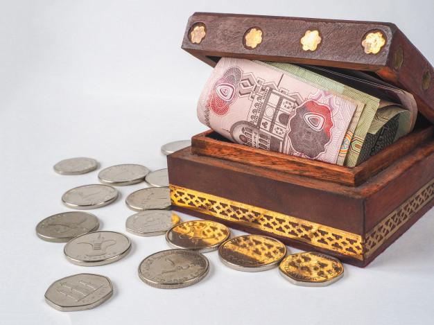 arabic-money-dirhams-old-wooden-box_158388-16451